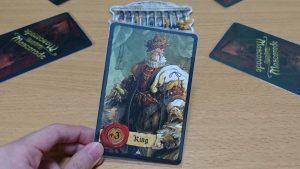 その仮面の下は王か判事かはたまた魔女か。自分の正体も不明な特殊能力カードゲーム「マスカレイド」